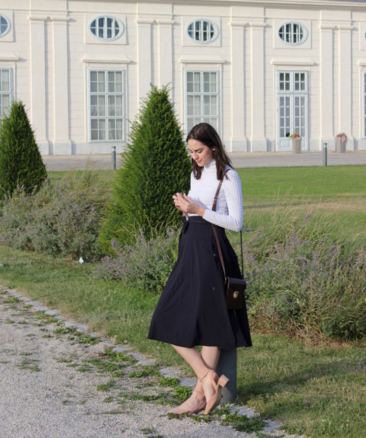 This photo shows me, the author of this blog, in front of the Augarten manufactory.